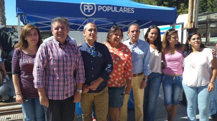 22-06-2016: Mesa informativa en Hellín, con presencia de Cesárea Arnedo.