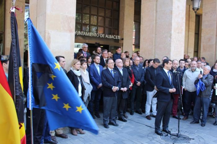 23-03-2016: Minuto de silencio en el Ayuntamiento de Albacete para condenar los atentados de Bruselas.