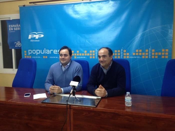 01-03-2016: Reunión de Paco Núñez con la junta local del PP de Villarrobledo, encabezada por Valentín Bueno.