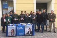 05-12-2015: Mesa informativa del PP en Almansa.