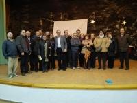 14-12-2015: Vicente Aroca y Rosario Rodríguez, con los afialiados de Ayna.