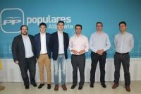 15-05-2015: El candidato del Partido Popular a la Alcaldía de Albacete, Javier Cuenca, ha asegurado que irá de la mano de los ingenieros de caminos para impulsar el desarrollo del Plan de Ordenación Municipal y avanzar en el progreso urbanístico.