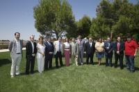 24-07-2013: La presidenta del PP de Castilla-La Mancha y secretaria general del PP, María Dolores Cospedal, en Villarrobledo (Albacete), con el secretario general del PP de Castilla-La Mancha, Vicente Tirado, y los presidentes y secretarios provinciales del PP de CLM