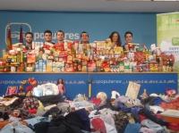 04-01-2015: NNGG realizó una recogida de alimentos y juguetes que serán repartidos entre las familias más necesitadas de la provincia. Un nuevo gesto solidario de los jóvenes del PP.