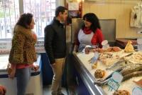 12-04-2015: Javier Cuenca visita el Mercado de Carretas.