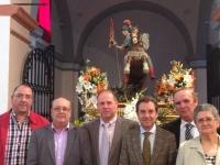 25-04-2014: El diputado regional, Antonio Martínez, y el diputado provincial, Angel Salmerón, junto al alcalde de Golosalvo, José Antonio Piqueras, y miembros de la Corporación, durante las fiestas de San Jorge.