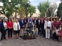 31-05-2016: Paco Núñez y Carmen Navarro, junto al PP de Hellín en la ofrenda floral a la Patrona hellinera.