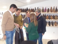 01-12-2015: El Almansa, apoyo al sector del calzado por parte de los candidatos del PP, Francisco Molinero; Fermín Gómez y Ramón Rodríguez.