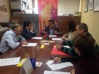 02-12-2015: El candidato del PP al Congreso, Francisco Molinero, mantuvo una reunión con los empresarios del sector cuchillero, en el que también han participado María Gil y el alcalde de Pétrola, Juan Gómez.