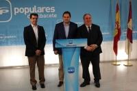 05-10-2015: Vicente Tirado, junto a Francisco Núñez y Javier Cuenca, en la jornada de trabajo en la sede del PP.