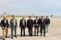 24-04-2015: El presidente del PP, Paco Núñez, junto al candidato Javier Cuenca en su visita a Inaer.
