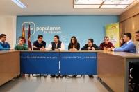 05-03-2016: Paco Núñez y Javier Cuenca, junto con María Delicado y la directiva de NNGG, en su reunión para analizar la situación política en la región y en España.