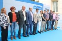 04-05-2015: Javier Cuenca y Cospedal, junto con los candidatos a las pedanías de Albacete.