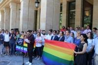 13-06-2016: Minuto de silencio en el Ayuntamiento de Albacete para condenar los atentados de Orlando, con presencia de los candidatos del PP al Congreso y Senado.