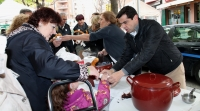 11-04-2015: El candidato del Partido Popular a la Alcaldía de Albacete, Javier Cuenca, ha participado en el inicio de las actividades de la II Ruta de Compras que ha organizado la Asociación de Empresarios del Bulevar de Isabel La Católica y Menéndez Pidal (ASEBU).