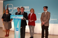 04-03-2013: El coordinador de Acción Política del PP-CLM, Leandro Esteban, en rueda de prensa junto a Francisco Núñez, Carmen Bayod, Cesárea Arnedo y Javier Cuenca.