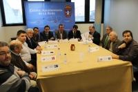 24-01-2013: Apoyo del presidente el PP de Albacete a los productores de 'miguelitos' de La Roda.