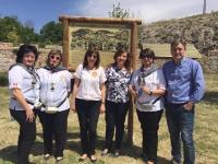 06-06-2016: La candidata del PP al Senado, Rosario Rodríguez, en las Jornadas Cervantinas de Munera, junto a la alcaldesa Angeles Martínez y el diputado provincial Pablo Escobar.