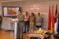 09-09-2012: El presidente de la Diputación y del PP de Albacete, Francisco Núñez, promociona los valores de Ossa de Montiel, en la Feria de Albacete.