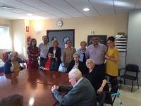 09-10-2015: La coordinadora de la Ruta Social del PP, Carmen Navarro, se interesó por las actividades de la Asociación del Parkinson de Villarrobledo.