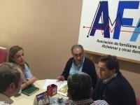 29-09-2015: Paco Núñez y Carmen Navarro se interesaron por el trabajo de AFA-Almansa.