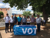 17-06-2016: Mesa informativa del PP en Socovos, con presencia de los candidatos Francisco Molinero y Fermín Gómez, acompañados por alcaldes de la provincia.