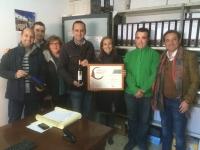 01-12-2015: En Valdeganga, Carmen Navarro y Fermín Gómez, visitan la Cooperativa y muestran su apoyo a los viticultores de la comarca.