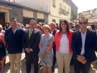 14-09-2015: El presidente del PP, Paco Núñez, junto con otros cargos públicos, acompañaron a la portavoz de Villapalacios, Maribel Serrano, en las fiestas locales.
