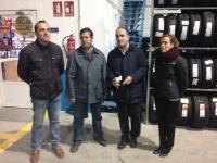 02-12-2015: La cabeza de lista al Congreso, Carmen Navarro, junto a Fermín Gómez ,visitan empresas de Villarrobledo.