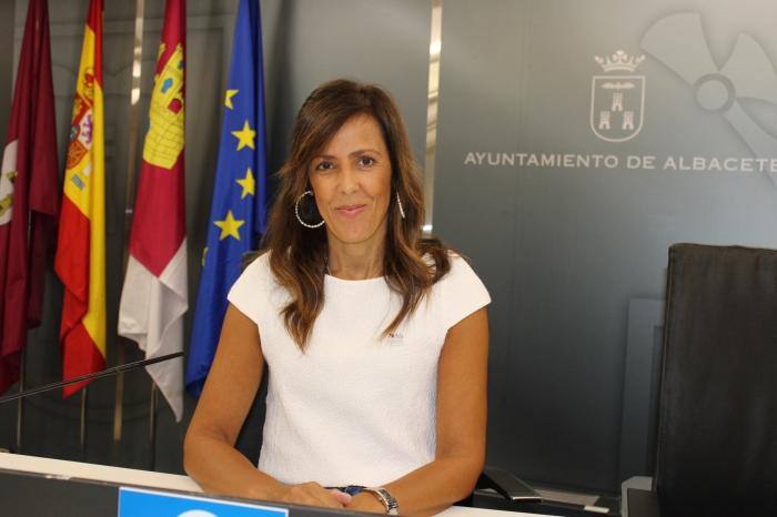 La concejal del Grupo Municipal del Partido Popular, María Gil, durante la rueda de prensa ofrecida en el Ayuntamiento de Albacete