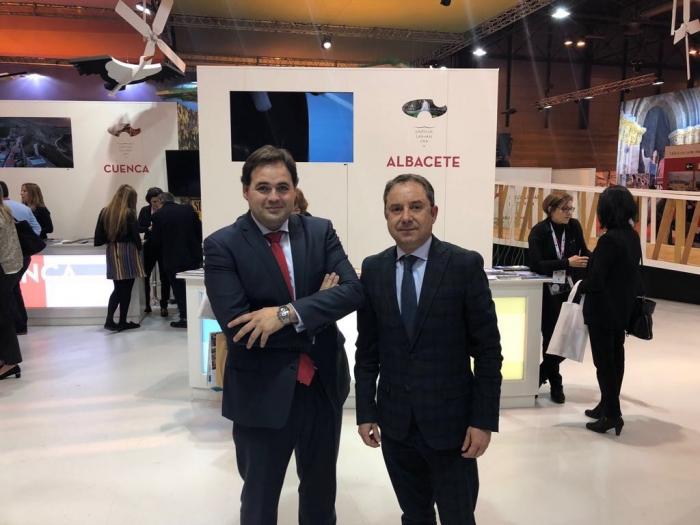 El viceportavoz del GPP, Francisco Núñez, junto al diputado regional y portavoz de Turismo, Antonio Martínez.