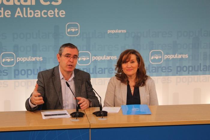 Vicente Aroca y Rosario Rodríguez, en la sede provincial del PP.