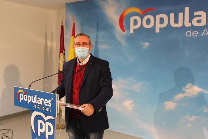 Vicente Aroca, en rueda de prensa en la sede del PP de Albacete.