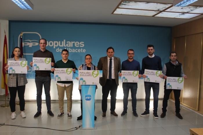 Núñez, junto con los miembros de NNGG en la rueda de prensa.