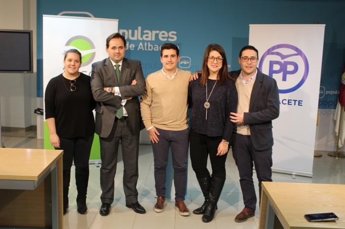 Juan Carlos González, en el centro de la imagen, junto a Núñez y Marta Maroto.