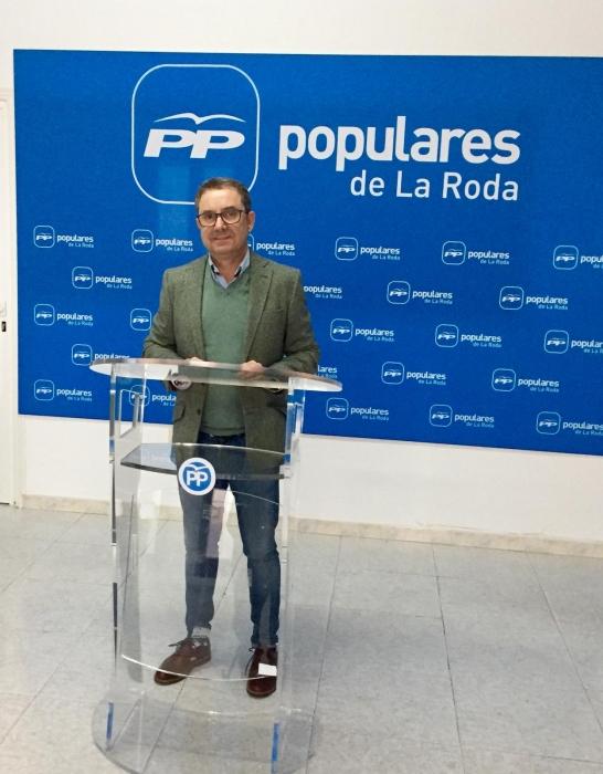 Antonio Martínez, en la sede del PP de La Roda.