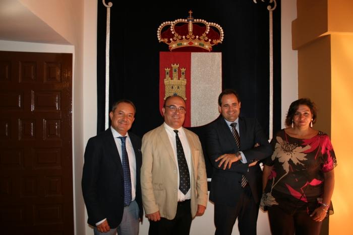 Diputados del Grupo Parlamentario Popular, junto al alcalde Pío Bernabéu.