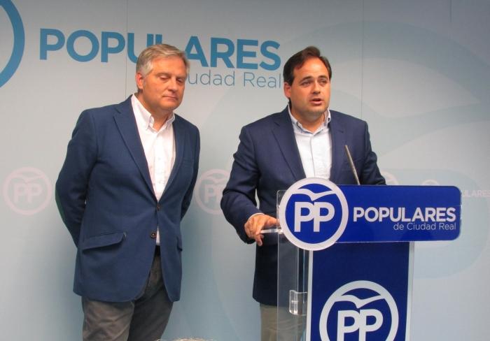 Cañizarez y Paco Núñez, en rueda de prensa.