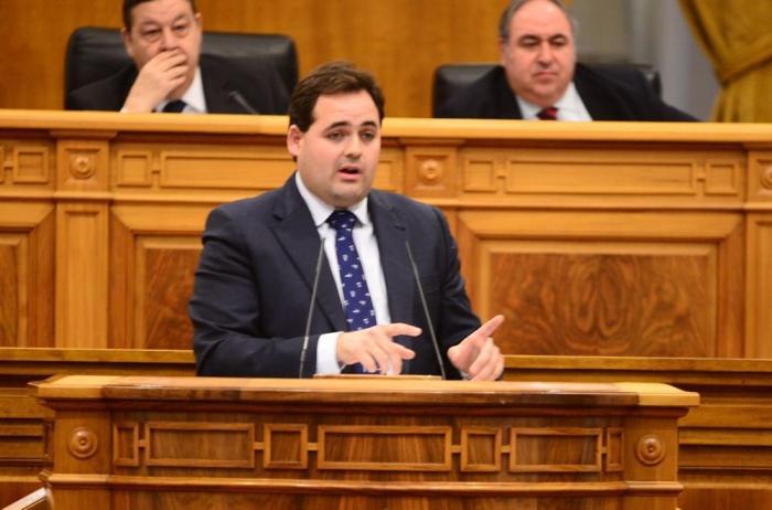 Núñez, durante su intervención en el Pleno de las Cortes de Castilla-La Mancha.
