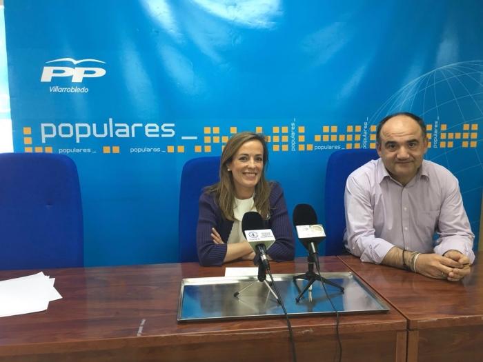 Carmen Navarro y Valentín Bueno, durante la rueda de prensa.