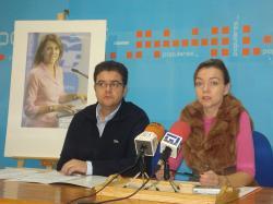 Juan A. Moreno e Inmaculada López, en la sede de Hellín.