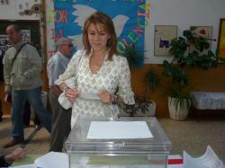 María Dolores Cospedal votó en el Colegio Parque Sur de Albacete.