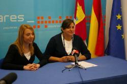 La diputada regional, Cesárea Arnedo, acompañada de la concejal popular, Antonia Millán