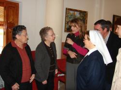 Cospedal durante su visita a la Residencia de Mayores Nuestra Señora de los Remedios en La Roda