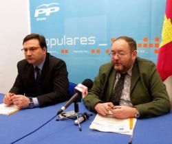 Dimas Cuevas y José Luis Teruel, en la sede de Almansa.