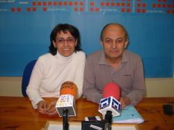 Los concejales populares, Sonia Martínez y Alonso Pérez, durante la rueda de prensa