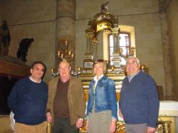 Inmaculada López acompañada de miembros de la Asociación Cultural Amigos del Corpus