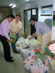 Recogida de alimentos en la sede del PP.