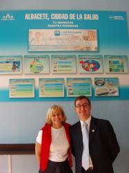Carmen Bayod y Marcial Marín, en el stand ferial del PP.