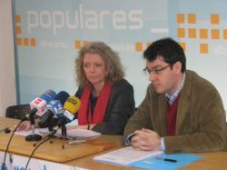 Encarnación Naharro y Álvaro Nadal, en la sede del PP de Albacete.